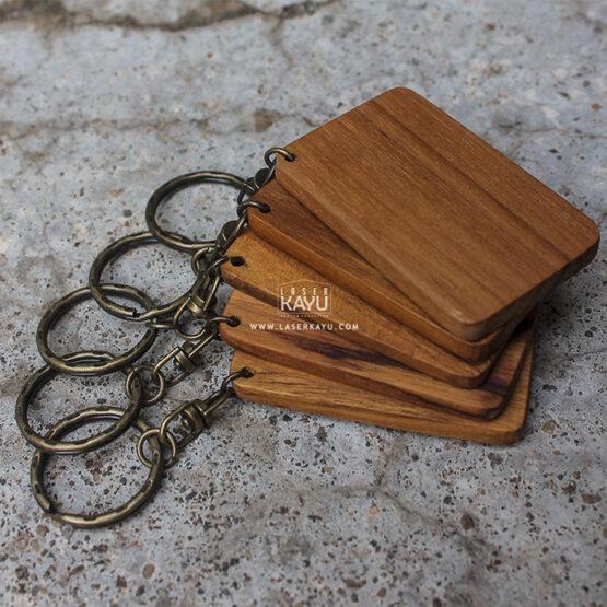 Bahan-Souvenir-terbaik-acara-perkawinan,-perusahaan-Gantungan-Kunci-kayu-Jati-jakarta,-bandung-tangerang-laser