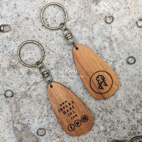 Merchandise-Laser-Kayu-Jepara-Hari-Ini-Custom-Kerajinan-Kayu-Jati-Jawa-Indonesia