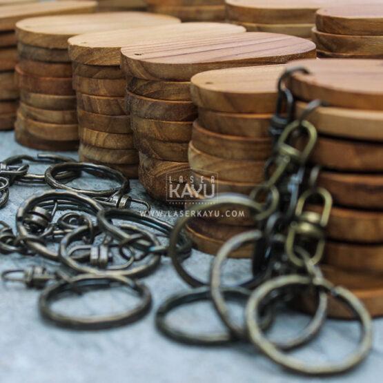Distributor-Perusahaan-Bahan--Souvenir-Gantungan-Kunci-Kayu-Jati-polosan-Terbaik-Jawa,-Sumatera,-Kalimantan-Indonesia