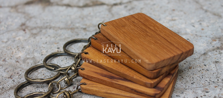 Jual-Souvenir-Kerajinan-Bahan-Material-gantungan-kunci-kayu-jati-ring-Tembaga-custom-