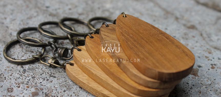 Jual-Souvenir-Kerajinan-Bahan-gantungan-kunci-kayu-jati