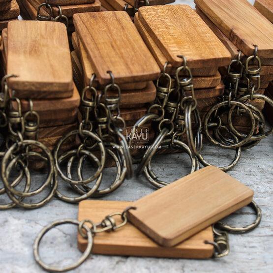 Jual-Bahan-Pusat-Souvenir-Kerajinan-Gantungan-Kunci-Kayu-Jati-polosan-Terbaik-Jawa,-Sumatera,-Kalimantan-Bali,-Sulawesi,-Irian-Jaya-Indonesia