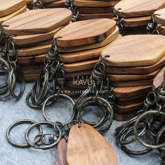Jual-Bahan-Souvenir-Kerajinan-Gantungan-Kunci-Kayu-Jati-polosan-Terbaik-Jawa,-Sumatera,-Kalimantan-Bali,-Sulawesi,-Irian-Jaya-Indonesia