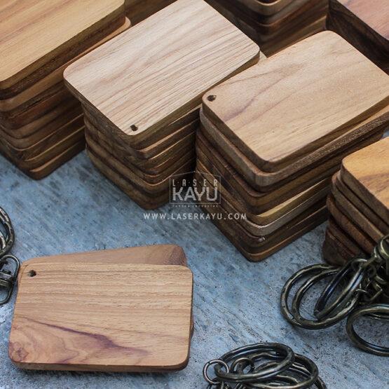 Jual-Bahan-Souvenir-Kerajinan-Material-gantungan-kunci-kayu-jati-ring-Tembaga-custom-Laser Kayu Jepara Indonesia