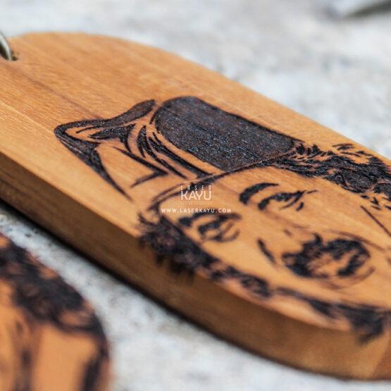 Custom-kerajinan-souvenir-gantungan-kunci-Laser-kayu-jati-terbaik-jakarta,-bandung--Sumatera--Kalimantan--Bali