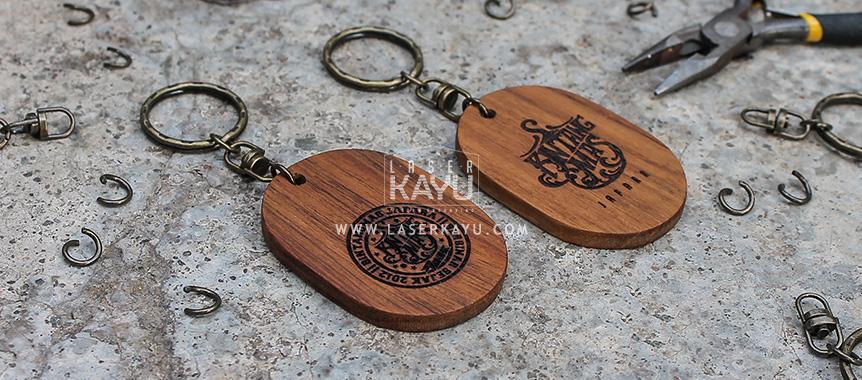 Souvenir-Gantungan-Kunci-Laser engraving-Kayu-Jati-terbaik-unik-semarang,-bandung,-sumatera,-kalimantan-Jepara Indonesia