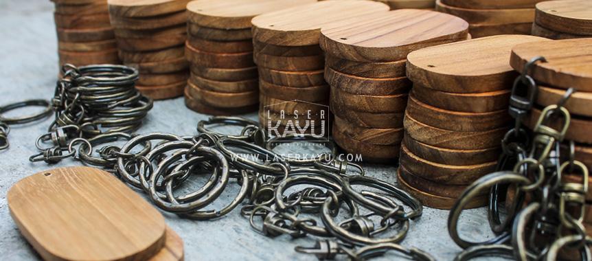 Distributor Perajin bahan gantungan kunci kayu jati Jawa, Sumatera, Kalimantan, Bali, Sulawesi, Nusa Tenggara , Irian jaya Indonesia