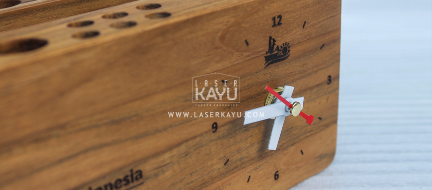 Souvenir-Kerajinan-Gifts- Jam Duduk Grafir-Laser-Kayu-Jati-Jepara untuk-Perusahaan-Adidas-Indonesia