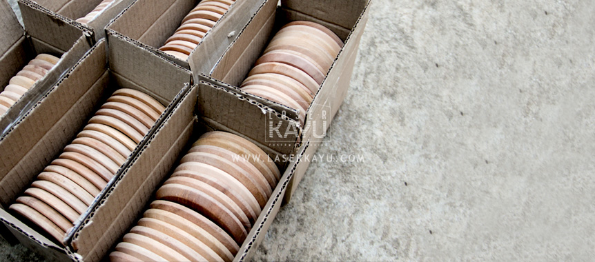 Pabrik Coaster Tatakan Gelas Kayu Custom Laser Kayu Jepara